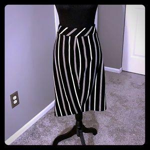 Torrid black and white pencil skirt